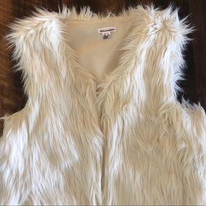 Xhilaration Jackets & Coats - Xhiliration White Fur Vest XS NWOT
